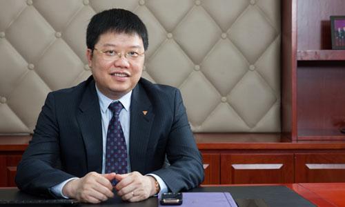 Theo ông Nguyễn Hưng, các ngân hàng nên cung cấp dịch vụ có hàm lượng số nhiều hơn thay vì chỉ dừng lại ở Internet Banking và Mobile Banking.